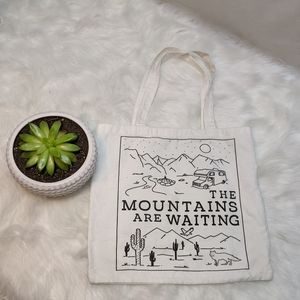 """""""The Mountains are Waiting"""" White Cotton Tote Bag"""
